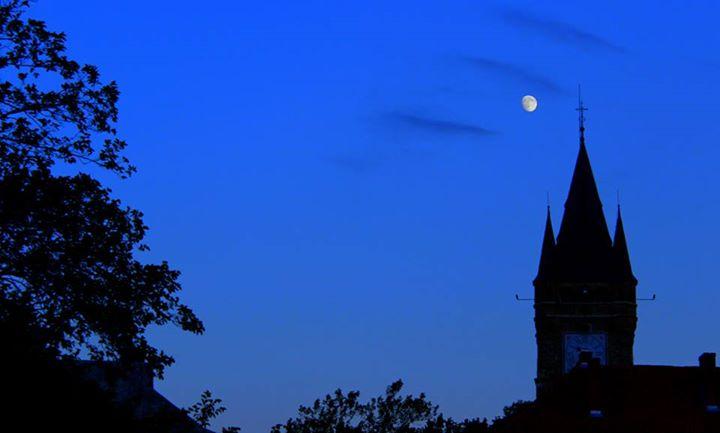 Mėnulis Rumunijoje irgi šviečia. Ir niekas vilkolakiais nevirsta (nors Transilvanijos girios naktį tikrai baugiai atrodo).